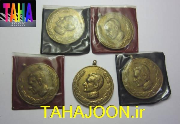 مدال 2500 سال بنیانگذاری شاهنشاهی ایران با کاور فابریک